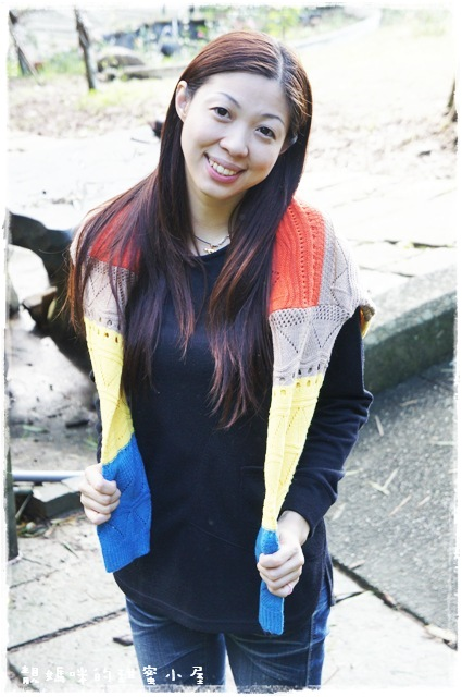 女AIRPLUS 中空保暖圓領剪接長版上衣(黑) 時尚保暖必備