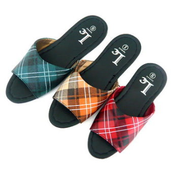 (e鞋院) 車線格紋室內拖鞋<<12雙特惠價750元>>