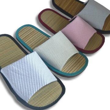 (e鞋院) [光采亮麗-時尚條紋]藺草室內拖鞋(6雙580元)